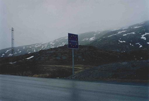 キルナのさらに北、アビスコ付近にあるノルウェーとの国境のサイン(撮影:田附勝)
