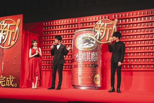 左から:小嶋陽菜、土田晃之、岩田剛典