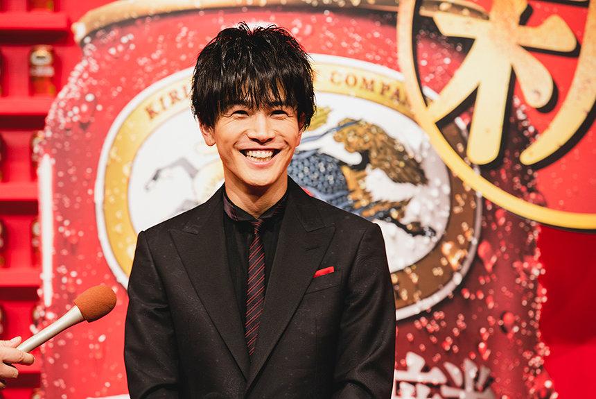 岩田剛典が本麒麟イベントに登壇。30代の抱負は趣味を持つこと