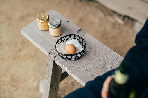 しおをかけてたべるプリン(花塩プレーンと焦がし塩キャラメル)、塩釜ゆで玉子、そしてビール