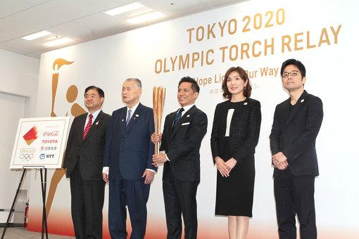 聖火リレー記者発表会には東京2020組織委員会から会長の森喜朗、会長代行の遠藤利明、聖火リレー検討委員会委員の武田美保も登壇した