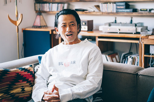 宇都孝志(うと たかし)横浜市出身。大学卒業後、大手総合不動産デベロッパーを経て2001年に現 株式会社HOUSE BUILDを設立。同時に音楽好きが高じてミュージックバー「Sun's cafe」をオープン。ルーツミュージックを中心とした様々なアコースティックライブを行う。2010年には株式会社Recozを設立し、音楽レーベル、マネージメント事業、ブライダル事業等を手掛ける。現在、都市型デザインハウスの開発・分譲事業をはじめ、建築事業、不動産仲介事業など数々のグループ会社を傘下に有する「株式会社HOUSE BUILDホールディングス」の代表取締役CEO。既存のあり方に捉われない総合デベロッパーとして、住む人の豊かで幸せな暮らしをトータルに提案する。