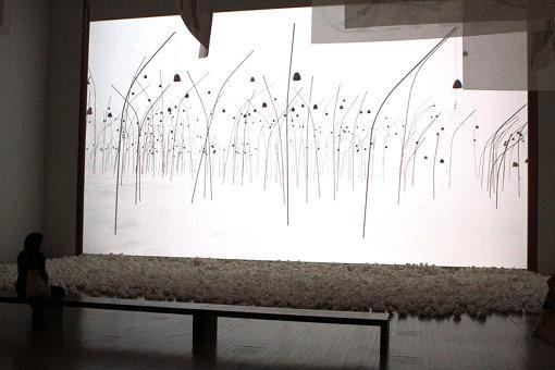 10時間におよぶ映像作品『アニミタス(白)』 『クリスチャン・ボルタンスキー ―Lifetime』展 2019年 国立新美術館