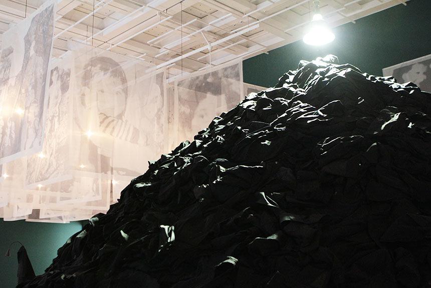 クリスチャン・ボルタンスキーの大規模回顧展が東京に。国立新美術館で開幕