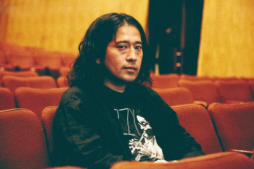 又吉直樹(またよし なおき)<br>1980年大阪府生まれ。よしもとクリエイティブ・エージェンシー所属のお笑い芸人。2003年にコンビ「ピース」を結成。2015年に『火花』で第153回芥川龍之介賞を受賞。著書に『東京百景』(ヨシモトブックス)、『劇場』(新潮社)などがある。毎日新聞で連載した小説『人間』が今秋に単行本化予定。