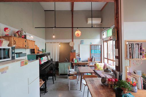「東京ひかりゲストハウス」1階のパブリックルーム