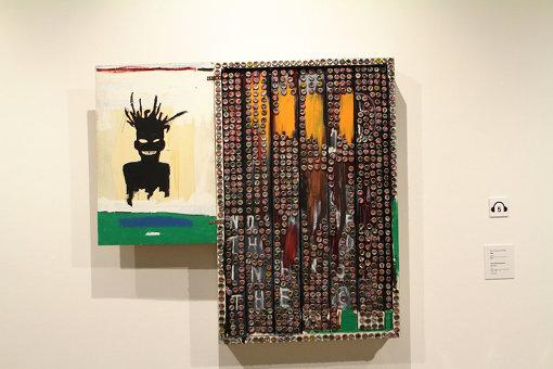 ジャン=ミシェル・バスキア Self Portrait, 1985 acrylic, oilstick, crown cork and bottle caps on wood, 141.9 x 153 x 14.9 cm, Private Collection, Photo: Max Yawney Artwork © Estate of Jean-Michel Basquiat. Licensed by Artestar, New York