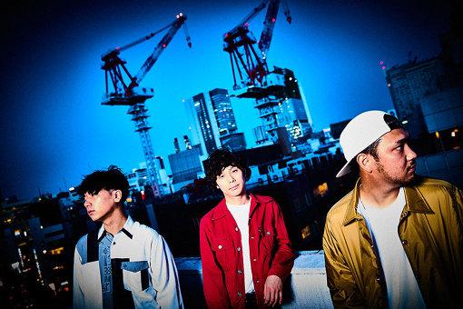Omoinotake(おもいのたけ)左から:福島智朗(エモアキ)、藤井レオ、冨田洋之進(ドラゲ)<br>島根県出身。Key / Vo藤井レオ、Ba / Cho福島智朗(エモアキ)、Dr / Cho冨田洋之進(ドラゲ)からなるギターレス、ピアノトリオバンド。中学からの同級生だった彼らが2012年東京で結成。渋谷を中心に活動、ライブを重ね、その人気と実力を形成してきた。特に渋谷のストリートライブではその集客が話題となり、メディアでも取り上げられる。