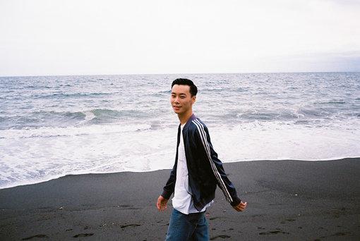 CINRA.NETにて初のYONCEインタビュー記事「Suchmos、男としての生き様をブラックミュージックに込める」(2015年7月7日)より(撮影:田中一人)