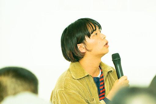 夏目知幸(なつめ ともゆき)<br>東京を中心に活動するオルタナティブギターポップバンドシャムキャッツのボーカル、ギター、作詞作曲。