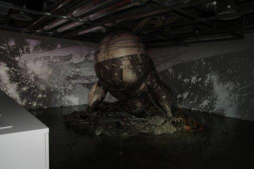 GALLERY Xで展示されている『AKIRA』の「鉄雄」巨大インスタレーション。圧倒される