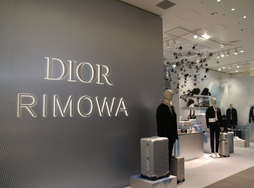 DIORとRIMOWAによるコレクションを先行販売するDIORのポップアップストア