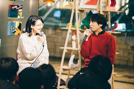 柴田聡子(写真左)