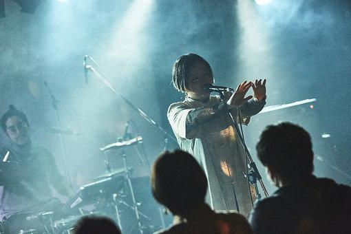 """ANYO(あんよ)<br>2007年大阪にて結成。2011年6月現体制に。2013年9月に裸体とのSplit CDをIMPULSE RECORDSからリリース。2018年7月、『FUJIROCK FESTIVAL'18』""""ROOKIE A GO-GO""""出演。2020年2月に4曲収録EP『near your ear.』をリリース。3月より東京・大阪・名古屋の3か所のツアーを開催する予定。近年はテクノ、ブリストルサウンド、トリップホップの要素を楽曲に取り入れつつも、それだけには囚われない楽曲とライブパフォーマンスを信条とする。"""