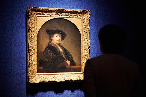 レンブラント・ハルメンスゾーン・ファン・レイン『34歳の自画像』を鑑賞中