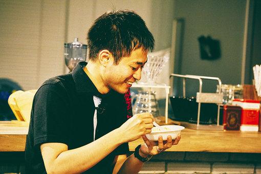 田丸雅智(たまる まさとも)<br>1987年、愛媛県生まれ。2011年、『物語のルミナリエ』に『桜』が掲載され作家デビュー。2012年、樹立社ショートショートコンテストで『海酒』が最優秀賞受賞。『海酒』は、ピース・又吉直樹氏主演により短編映画化され、カンヌ国際映画祭などで上映された。全国各地でショートショートの書き方講座を開催するなど、現代ショートショートの旗手として幅広く活動している。