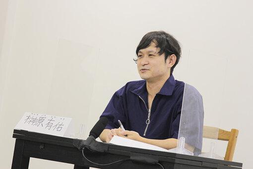 榊原有佑(さかきばら ゆうすけ)<br>1986年6月30日生まれ、愛知県出身。理学療法士として三重大学附属病院に勤務後、映像制作を志して上京。UTB映像アカデミーで映像制作を学び、制作会社を経て独立。2012年より映画制作会社and picturesに所属し、2013年に短編『平穏な日々、奇蹟の陽』で初監督を務める。2016年にJリーグ・FC東京のドキュメンタリー映画『BAILE TOKYO』で長編デビュー。2018年には原案・監督・脚本・編集を務めた『栞』が北京国際映画祭に正式出品、KINOTAYO現代日本映画祭でイデム最優秀映像賞を受賞。2019年には短編『島のシーグラス』が『Short Short Film Festival & Asia 2019』で「ひかりTVアワード」を受賞。