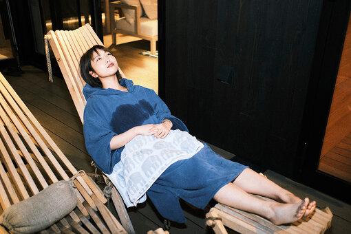 水風呂のあとは「ととのい椅子」で休憩。取材中、3度ほどサウナ→水風呂→休憩を繰り返した