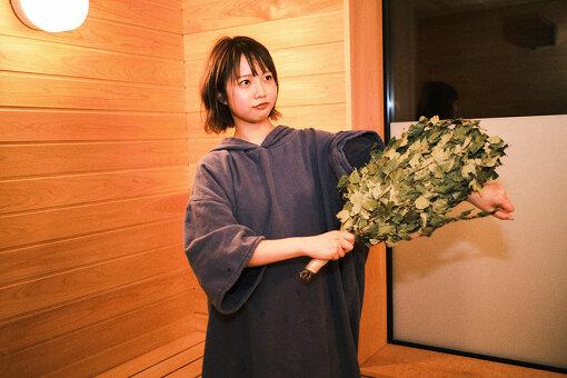 「ヴィヒタ」とは白樺の枝を束ねたもの。サウナや浴室内に持ち込み、ヴィヒタで体を叩くことで、血行促進や殺菌、保湿効果があると言われている