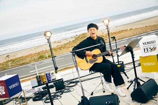 """奇妙礼太郎(きみょう れいたろう)<br>大阪府出身。2008年より奇妙礼太郎トラベルスイング楽団として活動。バンド解散後、TENSAI BAND II(ex.天才バンド)、アニメーションズなどのバンドを経てソロアーティストとして活動。2017年9月、メジャー1stフルアルバム『YOU ARE SEXY』リリース。2018年9月、メジャー2ndアルバム『More Music』リリース。スズキ自動車『ショコラ』(""""オー・シャンゼリゼ"""")をはじめとする多数のCM歌唱も担当している。"""