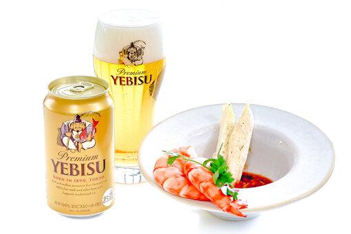 「ヱビスビール」とエビのカクテルのチーズスティック / 写真提供:ヱビスビール