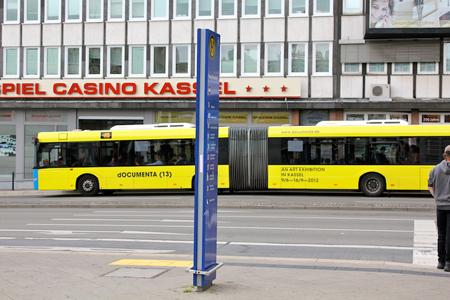 街中にはドクメンタのラッピングバスも走る
