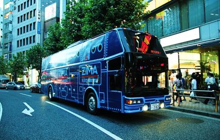 渋谷に到着した『ZIMA PARTY SHUTTLE』