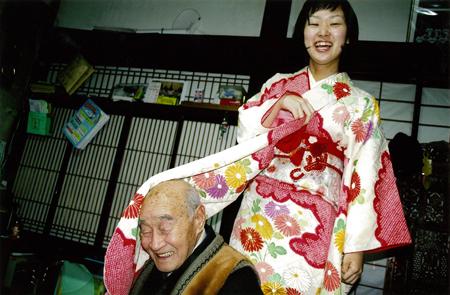 『じいちゃんさま』より 2007年 ©KAYO UME