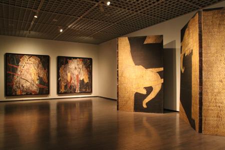 岡村桂三郎『黄象 05-1』2005年、ほか 東京国立近代美術館蔵