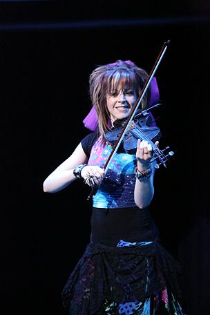 バイオリンとダンスの「神業」的融合を成し遂げた、新しいパフォーマーが誕生