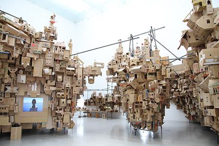 イザベル&アルフレド・アキリザン『住む:プロジェクト もうひとつの国』展示風景