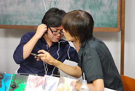 左:押見修造、右:吉田尚記(ニッポン放送アナウンサー)