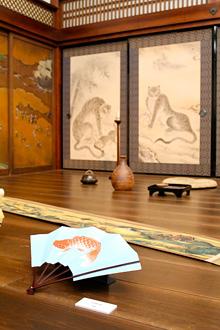 『清須会議』「清須城」居室のセット(部分)