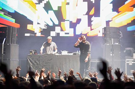 MODESELEKTOR(DJ SET + 909) photo:Masanori Naruse
