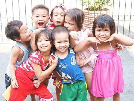 カメラを向ければ、大人子どもにかかわらず自然と笑顔が返ってくる。