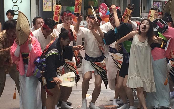 もし街中にゾンビが現れたら、日本人はどうリアクションするのか?