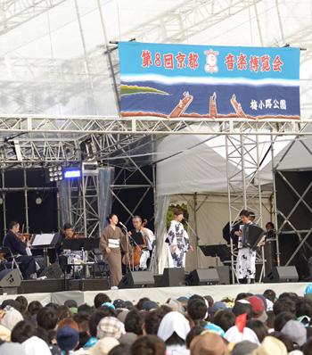 石川さゆりと椎名林檎のステージ