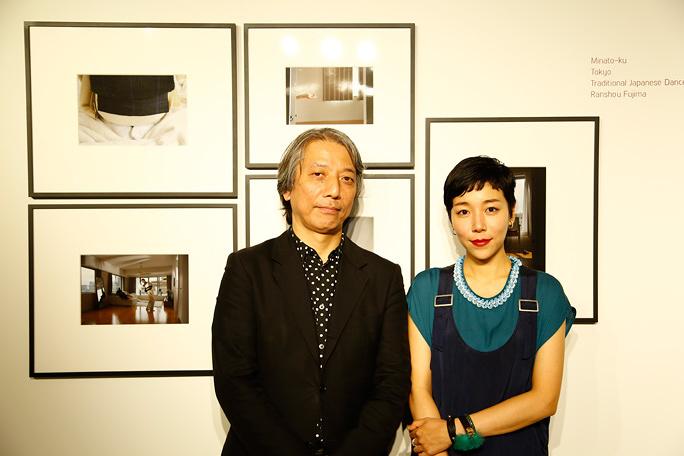 安藤桃子が写真展を開催、映画監督はなぜ、東京で活躍する女性とその生活空間を写真に収めたのか