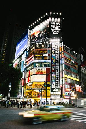 渋谷の街に掲出された『Red Bull Music Academy Tokyo 2014』のビジュアル ©Dan Wilton / Red Bull Content Pool