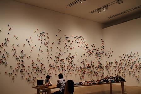 『リー・ミンウェイとその関係展』「プロジェクト・繕う」の様子
