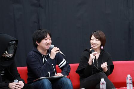 覆面姿の三輪士郎(左)、青山裕企(中)、水尻自子(右)
