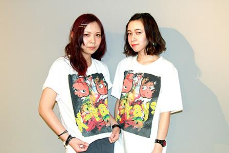 完成したTシャツを着るOmamez 撮影:聞谷洋子