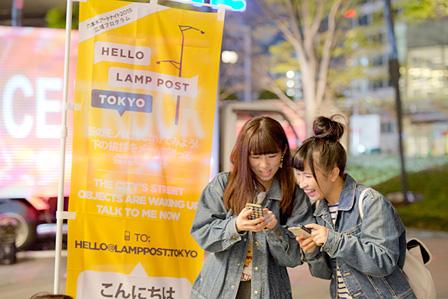 『六本木アートナイト2015』広域プログラム『Hello Lamp Post Tokyo』六本木ヒルズ近辺 ©British Council