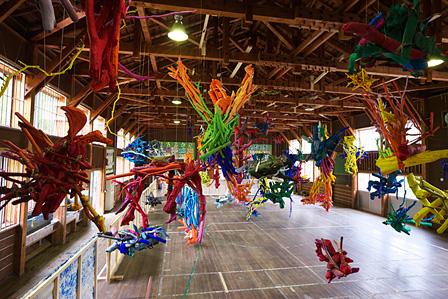 『大地の芸術祭 越後妻有アートトリエンナーレ』展示風景 鉢&田島征三 絵本と木の実の美術館 photo:Takenori Miyamoto + Hiromi Seno