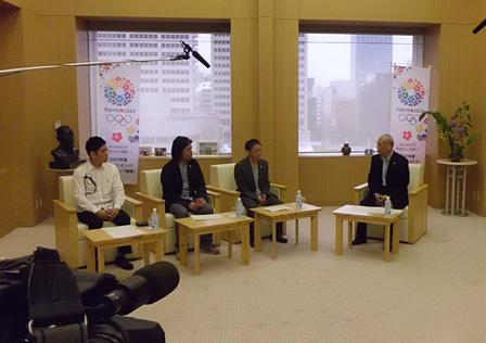 左から:名和晃平、日比野克彦、野田秀樹、舛添要一(東京都知事)