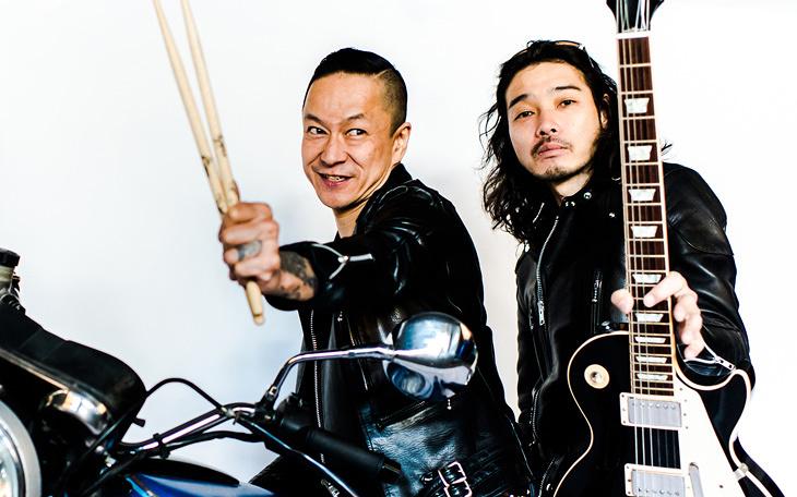 斉藤和義と中村達也によるMANNISH BOYSが4年目突入。ユーモアと批評精神は大事な原点
