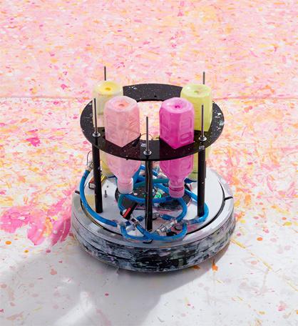 お掃除ロボットが画家デビュー宣言。機械によるアーティスト活動は、美術史に新しい1ページを書き加えるか?
