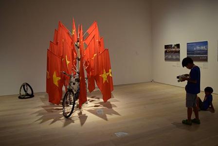 森美術館『ディン・Q・レ展:明日への記憶』2015年 会場風景