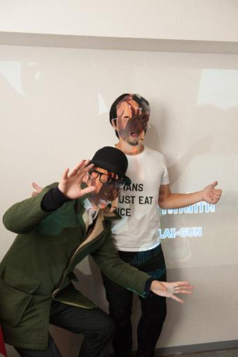 イベント当日の様子。投獄者の情報が書かれたマスクを着けた参加者たち