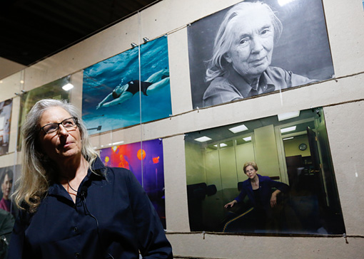 アニー・リーボヴィッツ WOMEN: New Portraits' a global tour of new photographs by Annie Leibovitz, commissioned by UBS, launches in Tokyo on 20 February at TOLOT/heuristic SHINONOME. © Christopher Jue, Getty Images